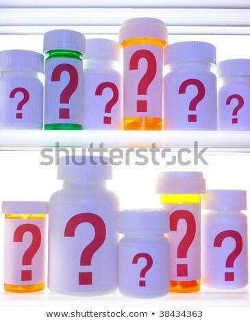 Gyógyszer faliszekrény kétség kevés tabletta üvegek Stock fotó © 3mc