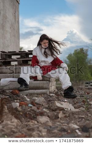 Dziewczyna opuszczony budynku stwarzające kamery starych Zdjęcia stock © tekso