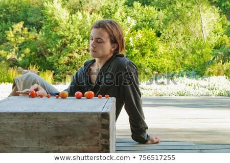 Photo stock: Homme · jouer · maison · augmenté · tomates · tomate