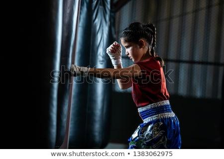 Vrouwelijke bokser oefenen kick boksen fitness Stockfoto © wavebreak_media