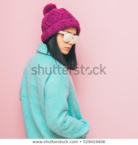 かなり · 少女 · サングラス · 帽子 · 立って · 壁 - ストックフォト © Alones