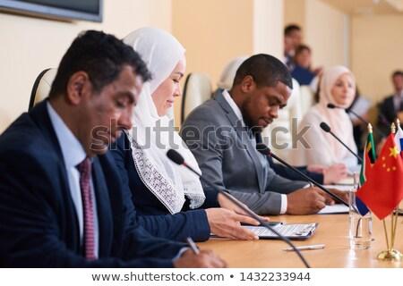 молодые мусульманских женщины хиджабе глядя документа Сток-фото © pressmaster