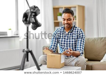 Férfi videó blogger nyitás csomag doboz Stock fotó © dolgachov