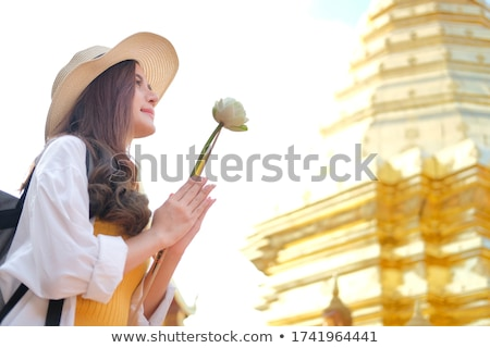 Asian donna pregando tempio Thailandia Foto d'archivio © smithore