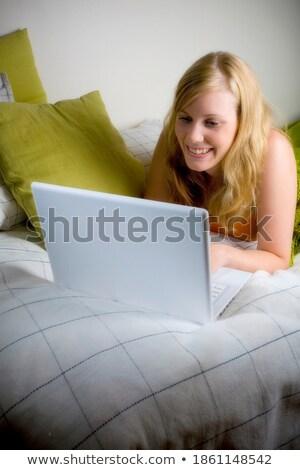 portre · sarışın · yatak · dizüstü · bilgisayar · dizüstü · bilgisayar - stok fotoğraf © dolgachov
