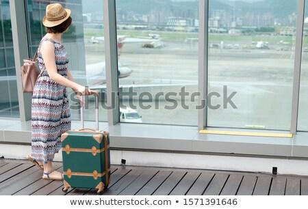 женщину · Солнцезащитные · очки · ждет · чемодан · бизнеса · лице - Сток-фото © photography33