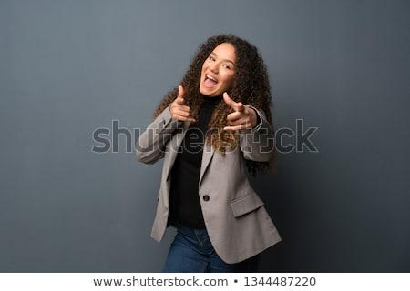スタイリッシュ · 若い女性 · 笑みを浮かべて · 見える · 肖像 · 立って - ストックフォト © pablocalvog