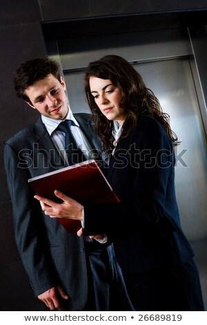 hombre · de · negocios · lectura · rojo · carpeta · aislado · blanco - foto stock © raphotos