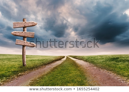 Stockfoto: Wegwijzer · oude · richting · pijl · blauwe · hemel