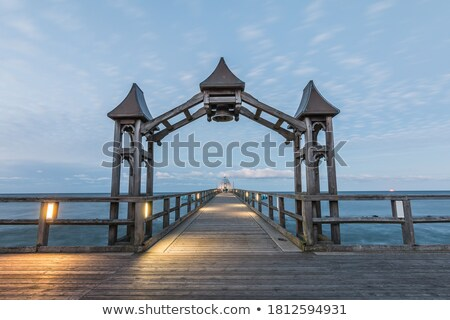 óceán · móló · viharos · nap · fából · készült · hullámok - stock fotó © deandrobot