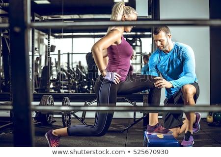 Personal trainer instrução levantamento de peso fitness ginásio treinamento Foto stock © JamiRae