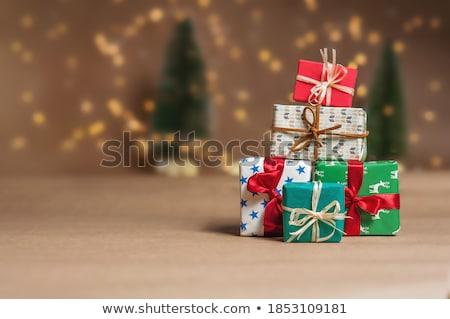 Navidad · ofrecer · niña · feliz · CAP · rojo - foto stock © stevanovicigor