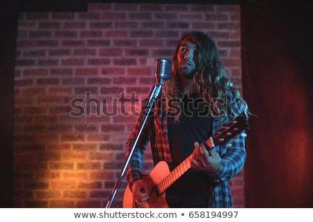 Figyelmes gitáros áll éjszakai klub zenei fesztivál férfi Stock fotó © wavebreak_media