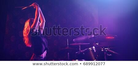 Vrouwelijke trommelaar spelen trommel uitrusting verlicht Stockfoto © wavebreak_media