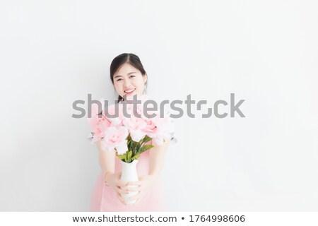 Güzel kadın vazo taze pembe güller Stok fotoğraf © artjazz
