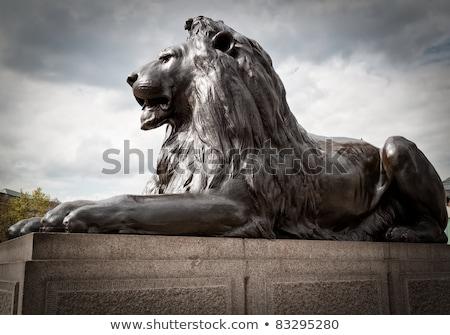 Aslan heykel sütun Londra bulut mavi gökyüzü Stok fotoğraf © IS2