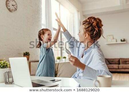 матери · утешительный · дочь · онлайн · телефон - Сток-фото © is2