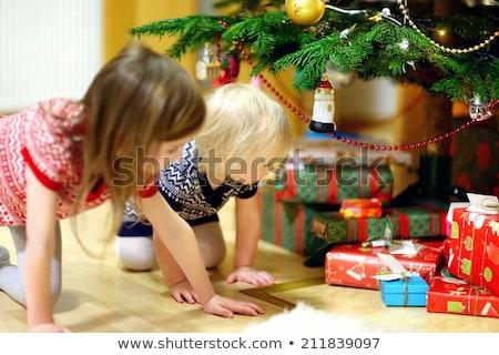 матери · ребенка · открытие · настоящее · Рождества · семьи - Сток-фото © kzenon