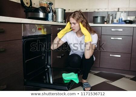 Donna giallo guanti guardando sporca forno Foto d'archivio © studiolucky