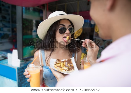 Fiatal nő turista sétál utca ázsiai konyha piac Stock fotó © galitskaya