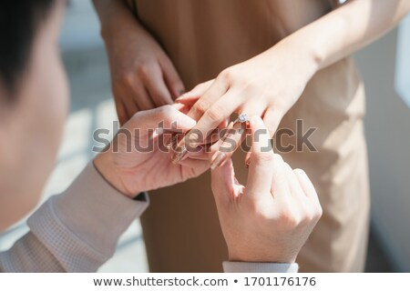 Párok gyűrű luxus gyémánt jegygyűrű selyem Stock fotó © vichie81