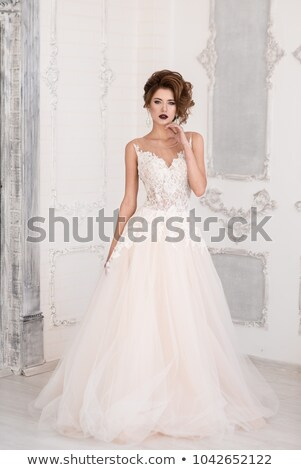 Foto stock: Moda · modelo · atractivo · novia · pie · vestido · de · novia