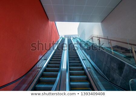 escalator · escaliers · transport · personnes · up · vers · le · bas - photo stock © aetb