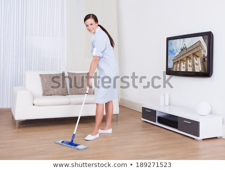 Retrato jóvenes mucama limpieza piso blanco Foto stock © wavebreak_media