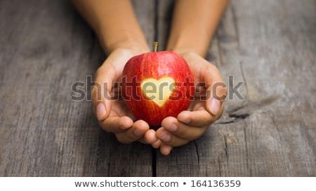 Kırmızı elma oyulmuş kalp kişi el Stok fotoğraf © kbuntu