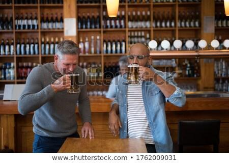 Twee vrienden glas bier counter restaurant Stockfoto © wavebreak_media
