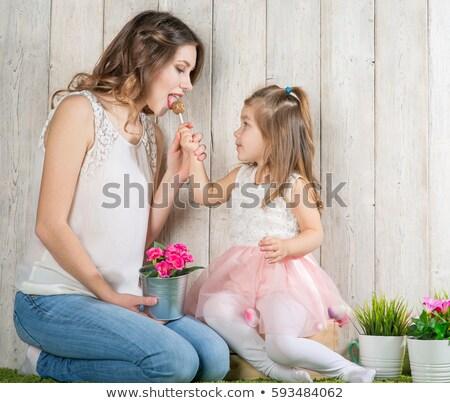 Dziewcząt jedzenie wraz zabawy portret nastolatek Zdjęcia stock © IS2