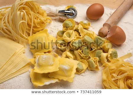 Házi készítésű nyers olasz tortellini fából készült klasszikus Stock fotó © Melnyk