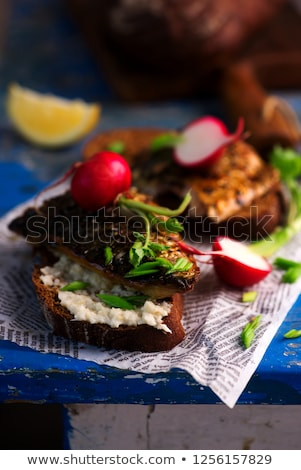 Maquereau sandwich grill raifort sauce vert Photo stock © zoryanchik