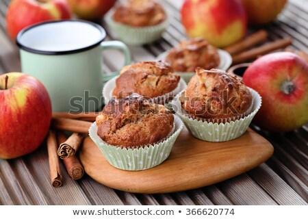 Foto d'archivio: An Apple Or A Muffin