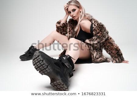 Charmant jonge blond zwarte jas leggings Stockfoto © acidgrey