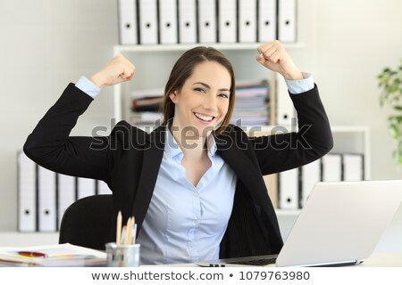 tevreden · jonge · vrouwelijke · positieve · houding · Blauw · shirt - stockfoto © pablocalvog