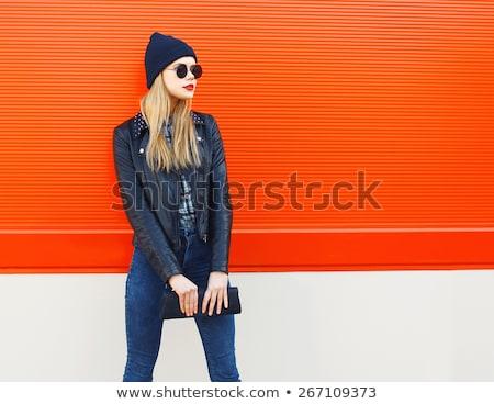 em · pé · mulher · preto · roupa · bolsa - foto stock © phbcz