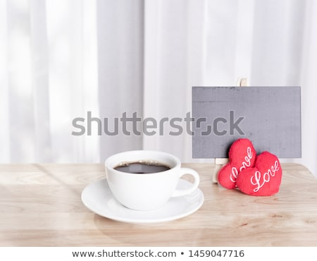 Zwarte koffie geserveerd beker koffiebonen oranje Stockfoto © justinb