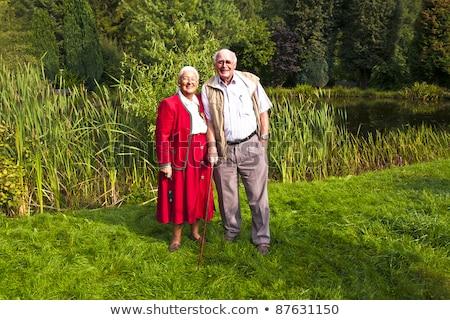 Starszych para stałego strony ogród posiedzenia Zdjęcia stock © meinzahn