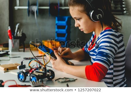 Gyerekek dolgozik tudomány projekt Föld földgömb Stock fotó © ilona75