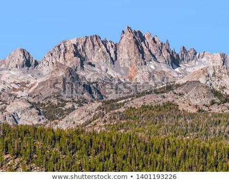 Gamme étroite célèbre montagne principale neige Photo stock © Dreamframer