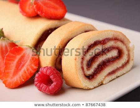 Crema spugna rotolare riempimento torta Foto d'archivio © Digifoodstock