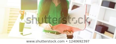 grave · negro · mujer · de · negocios · escritorio · jóvenes · mujer · de · negocios - foto stock © traimak