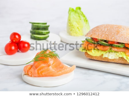 Fresco saudável salmão sanduíche alface pepino Foto stock © DenisMArt