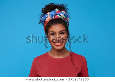 Brunette vrouw blij glimlach tonen perfect Stockfoto © doodko