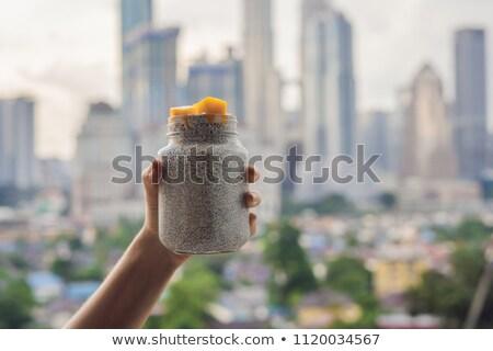 Jeune femme manger pouding balcon grand ville Photo stock © galitskaya