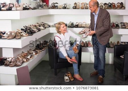 Mulher sessão boutique sapatos sorrindo sorridente Foto stock © wavebreak_media