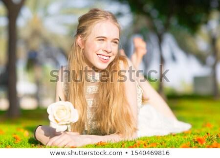 Gyönyörű lány park álmodozás néz égbolt lány Stock fotó © HASLOO