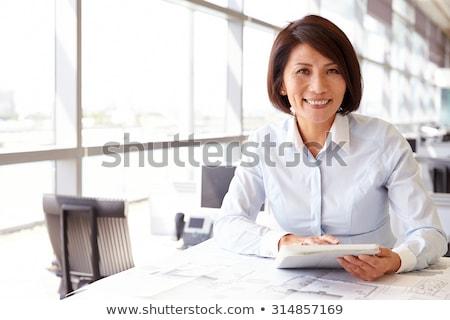 engenheiro · arquiteto · mulher · de · negócios · retrato · sorridente - foto stock © elwynn