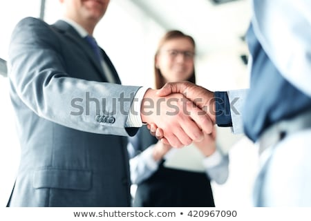 gens · d'affaires · serrer · la · main · face · bureau · main - photo stock © stockyimages